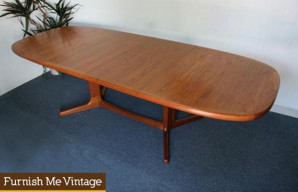 Oval Shaped Danish Modern Teak Dining Table Leaves - Danish modern dining table with leaves