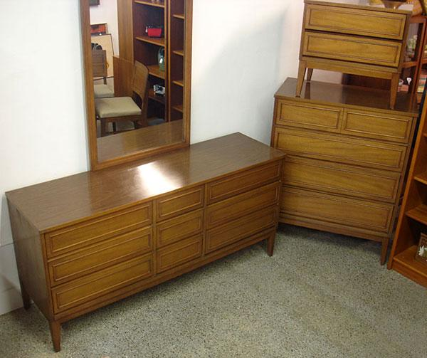 4-Piece Mid Century Modern Bedroom Set By Dixie