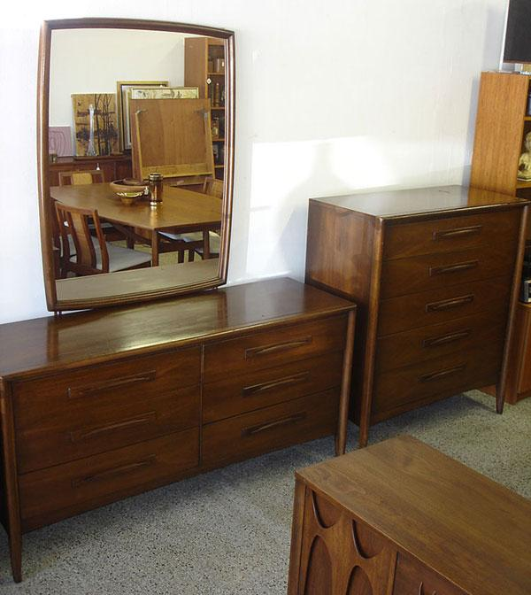 3 Piece Broyhill Emphasis Bedroom Set Vintage Modern