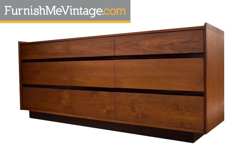 Superbe Vintage Dillingham Esprit Dresser With Tags