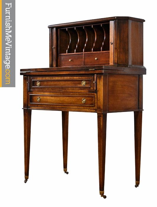 Charmant Vintage Petite Brandt Writing Desk