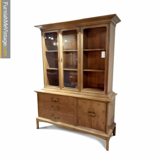 thomasville horizon china hutch